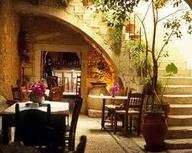 Греческий стиль и интерьере ресторана